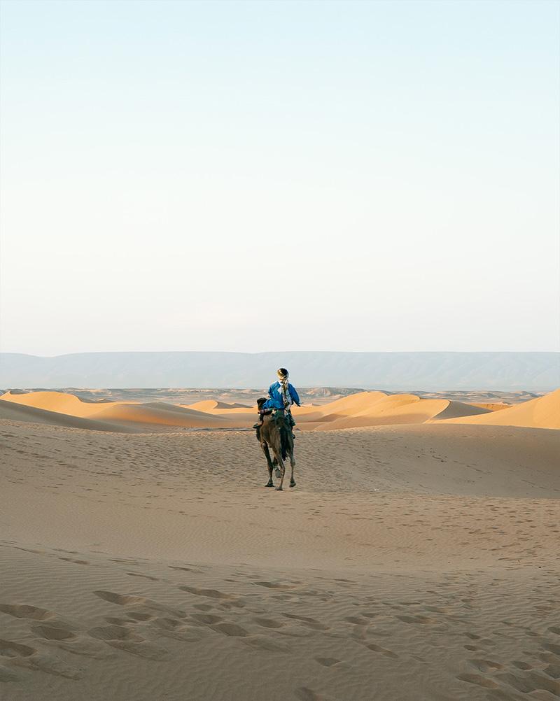 azalai-accueil-desertcamp-Chegaga-Dromadaire